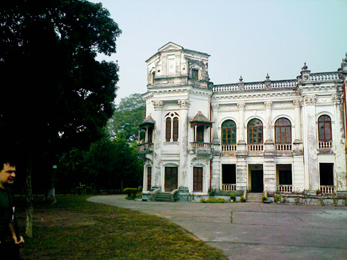 Left side of Tajhat Palace