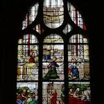 """Église Saint-Pierre de Montfort-l'Amaury : vitrail """"Vie de Sainte Anne"""""""
