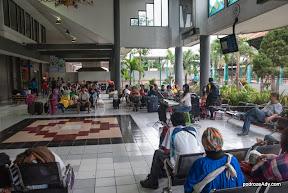 Karaoke na dworcu kolejowym w Surabaya