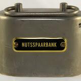 Ovale spaarpotten Nutsspaarbank en Bondsspaarbank.