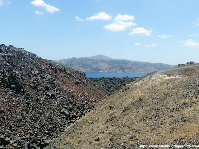 caldera-santorini-excursion-volcan-nea-kameni.JPG