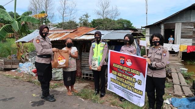 Maknai Harjad Polwan, Srikandi Polres Kapuas Bagikan Paket Sembako
