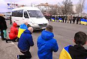 Николаевцы на коленях встретили подводных спецназовцев, погибших под Мариуполем