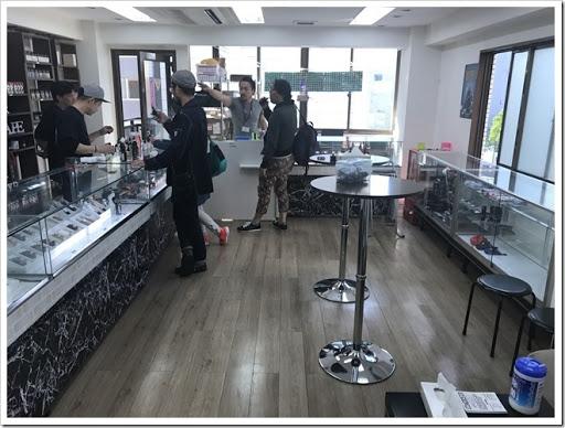 IMG 3296 thumb - 【男の隠れ家】横浜駅から徒歩5分!Mr.VAPE横浜が遂にオープンしたので行ってきた!ビル4階の隠れ家的店舗は、ふと立ち寄りたくなる秘密な雰囲気【VAPEショップ/訪問日記】