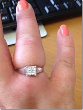 cara-tanggal-cincin-sangkut-jari