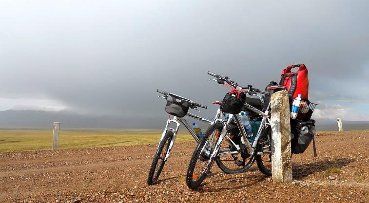 Zwei Räder Giant Revel 3 - Größe M & L - auf 3.000 Meter Höhe am Song Köl, Kirgisien