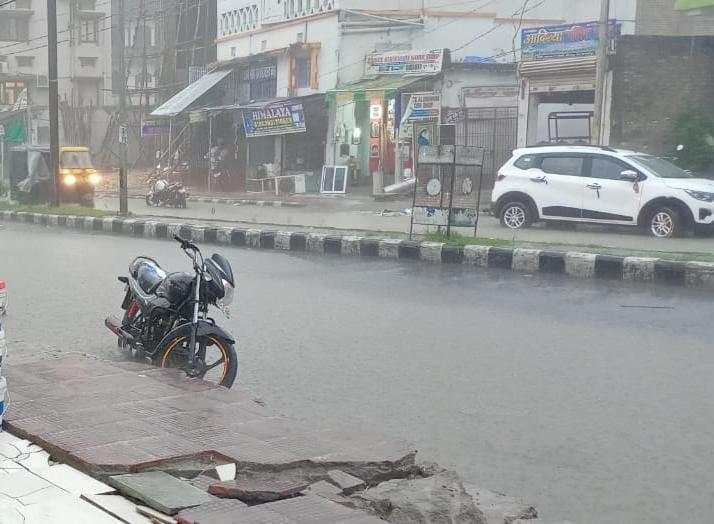 बिहार के समस्तीपुर शहर चारो तरफ से जलमग्न, नप अध्यक्ष एवं पदाधिकारी चैन की निंद्रा सो रहे-सुरेंद्र।