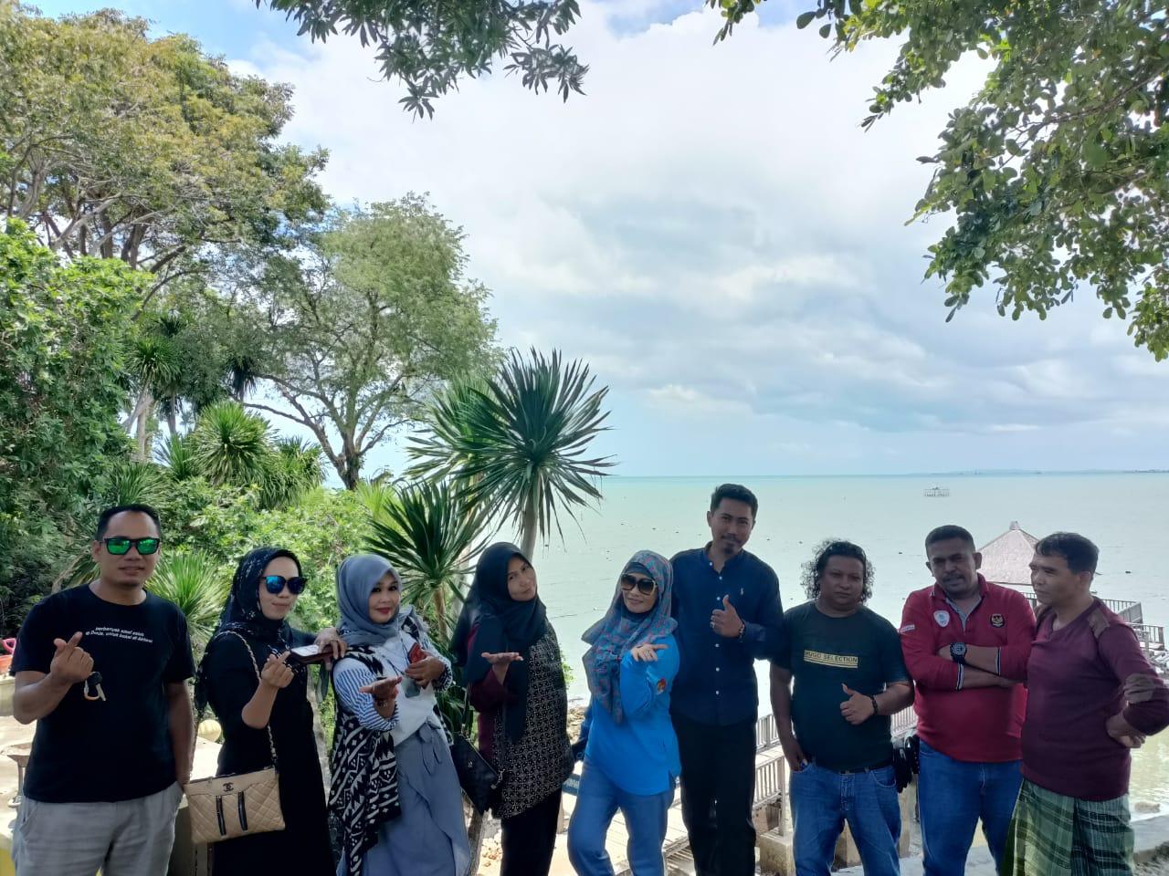 Sinergitas LAP Bone Dan IWO Soppeng Gelar Rekreasi Bersama di Tanjung Pallette