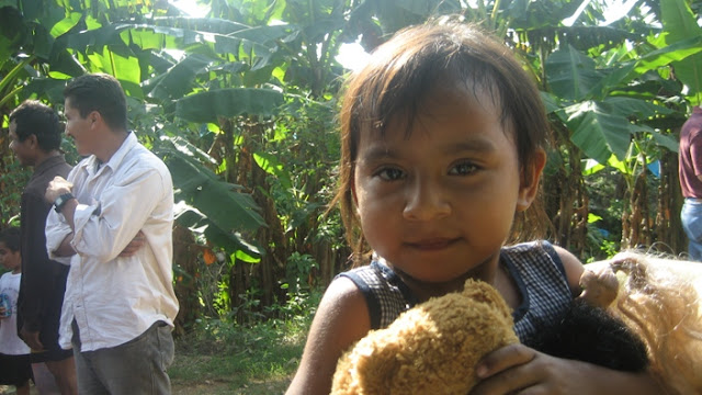 Toys, donated by children of the Yucatan were part of the items given to the families affecte by the floods. This little girl got the teddy bear that she had asked for.