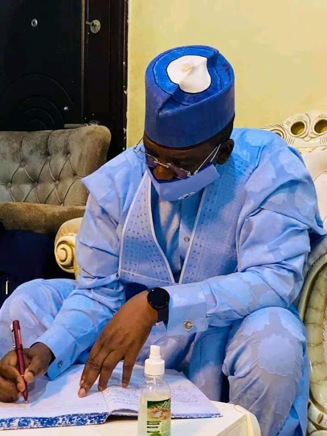 Gov. Matawalle Condoles With Family Of Late Mallam Inuwa Abdukadir, Former Minister Of Youth And Sports