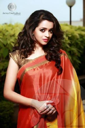 Gorgeous Actress Bhavana Menon spicy stills in Saree pic