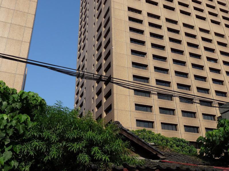 Maison japonaise en ruine.Il  y en a des centaines dans cet état a Taipei
