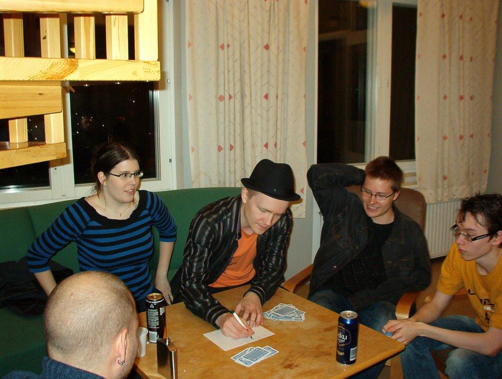 Peli-ilta syksy 2008 - IM002832.JPG