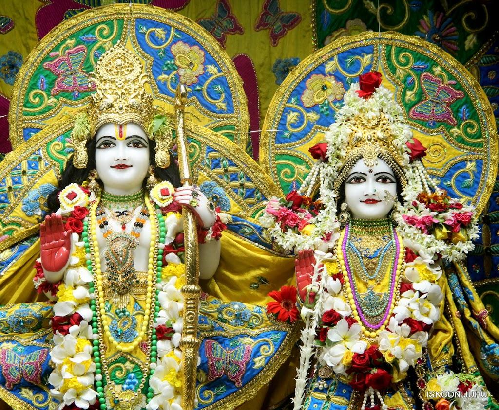 ISKCON Juhu Sringar Deity Darshan on 26th June 2016 (29)