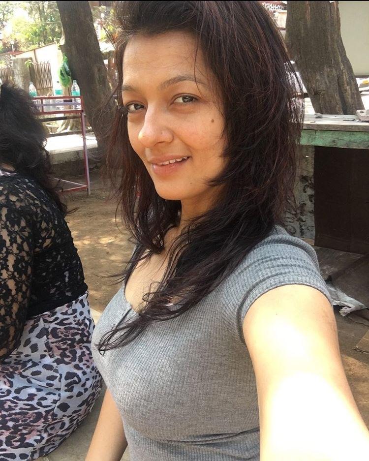 Falguni Rajani Hot Latest Transparent Saree Sleeveless