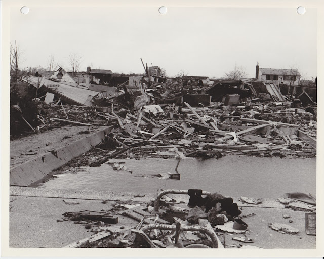 1976 Tornado photos collection - 33.tif