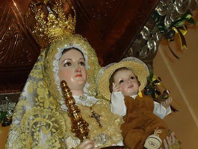 La Virgen de Luna en primer plano en su santuarío. Romería del 27/02/2011. Foto: Pozoblanco News, las noticias y la actualidad de Pozoblanco (Córdoba). Prohibido su uso y reproducción * www.pozoblanconews.blogspot.com