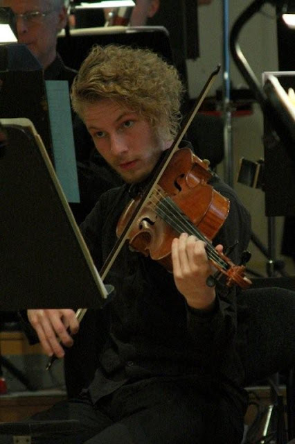 Elever fra Orkesterskolen med Sigurd og Michael Bojesen 7/6 2012 - Symfonien%2BF2012%2B-%2BSigurd%2B%2526%2BMichael%2BB%2B%2528145%2529.jpg
