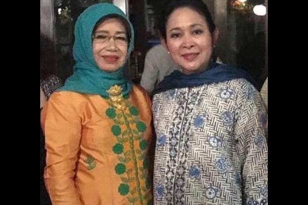 Sampaikan Duka Cita, Titiek Soeharto Pasang Foto Bersama Ibunda Jokowi