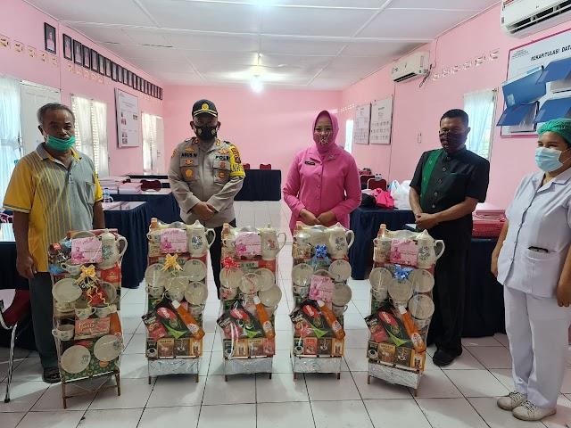 Bhayangkari Peduli, Bagikan Paket Parcel Kepada Purnawirawan Dan Warakauri Polri Menyongsoang Tahun Baru 2021