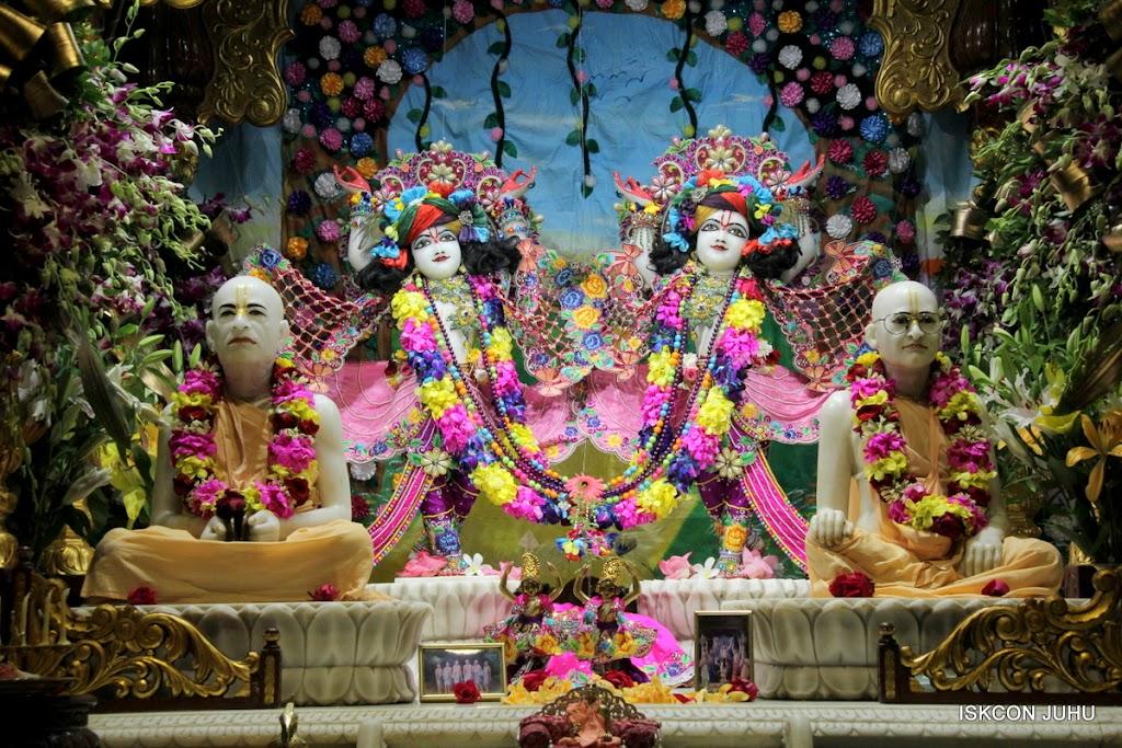 ISKCON Juhu Mangal Deity Darshan on 25th Aug16 (2)