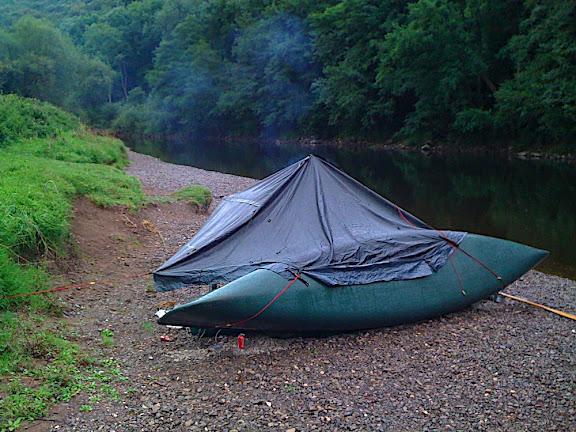 The Shelter rigged to the canoe, propped with a paddle, simple and effective: only needed a single peg into the bank to stay up as the canoe provides the support.