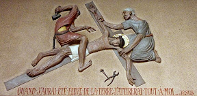 XIème Station : Jésus est cloué sur la croix