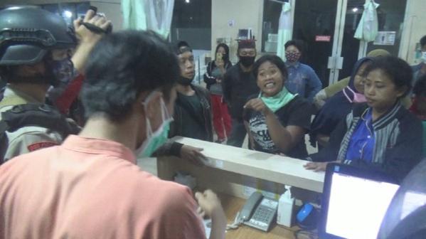 Lagi, Keluarga Ricuh-Paksa Ambil Jenazah PDP Corona di Makassar.