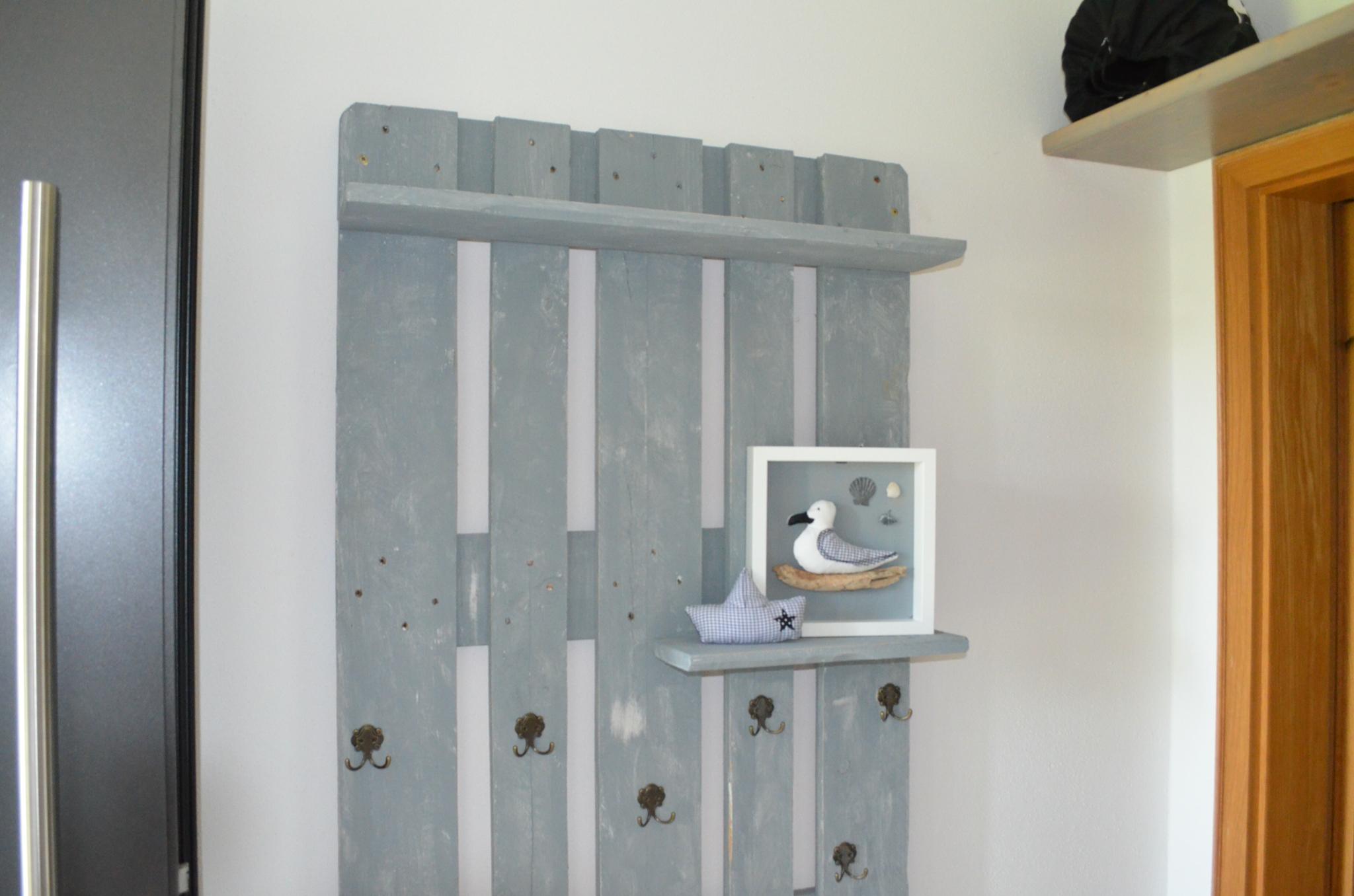 ommella mit liebe gen ht paletten garderobe. Black Bedroom Furniture Sets. Home Design Ideas