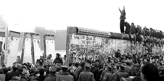 Ngày 9 tháng 11 – Bức Tường Ô Nhục Bá Linh sụp đổ 26 năm trước
