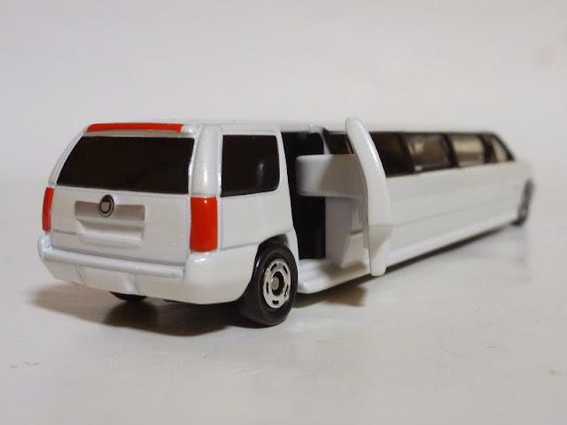 Chi tiết xe ô tô Tomica 136 Cadillac Escalade-4904810460251
