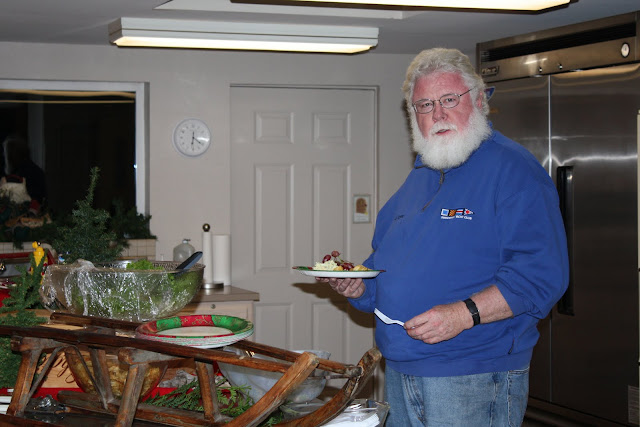 2009 Clubhouse Christmas Decorating Party - IMG_2623.JPG