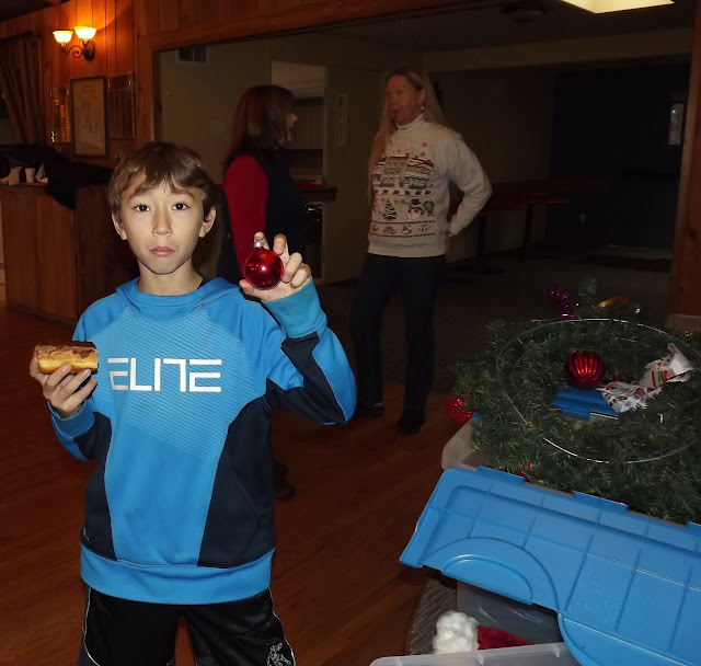 2017 Clubhouse Christmas Decorating - 021.JPG