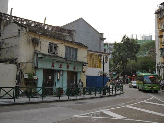 Intersection of Rua de Tomas Vieira and Rua de Coelho do Amaral in Macau