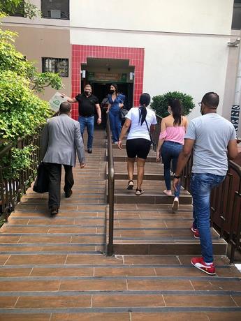 Aumento de contagios en Santiago obliga centros de salud privados aumentar espacios UCI