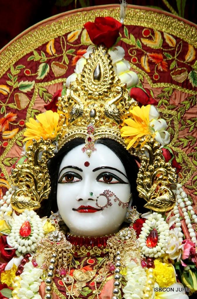 ISKCON Juhu Sringar Deity Darshan on 30th May 2016 (34)