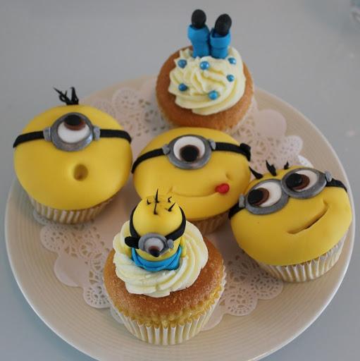 964- Minion Cupcakes.JPG