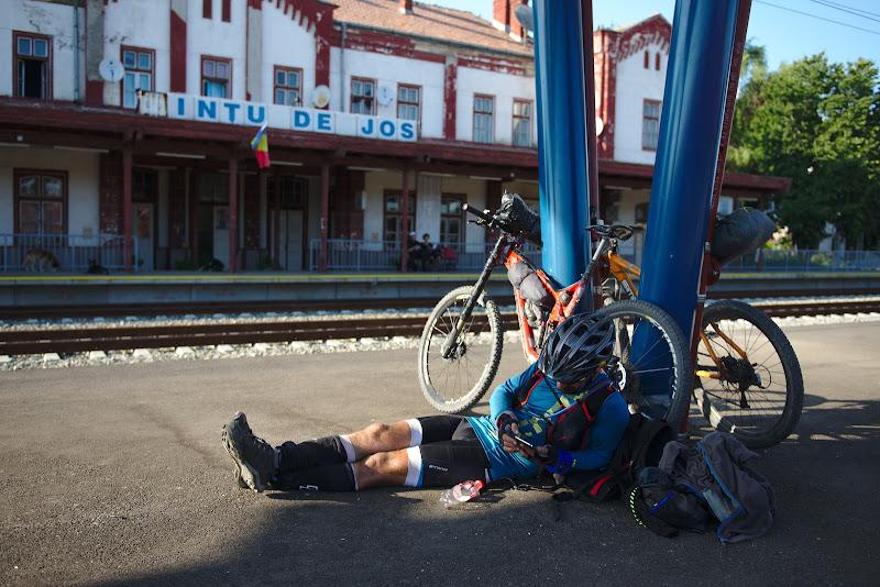 Momente de odihna dupa ce am alergat in ultimul hal sa prindem un tren inapoi spre Sibiu.