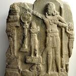 Le souverain universel (cakravartin). Andhra Pradesh, région d'Amaravati. Ecole d'Amaravati, fin du 1er s. av. J.-C. -  1er s. ap. J.-C. Plaque de revêtement de stupa, calcaire marmoréen. MG 19063.
