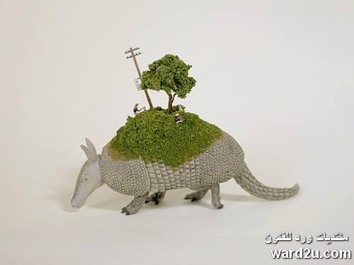 الحياة على ظهر الثدييات للفنان Maiko Akiba