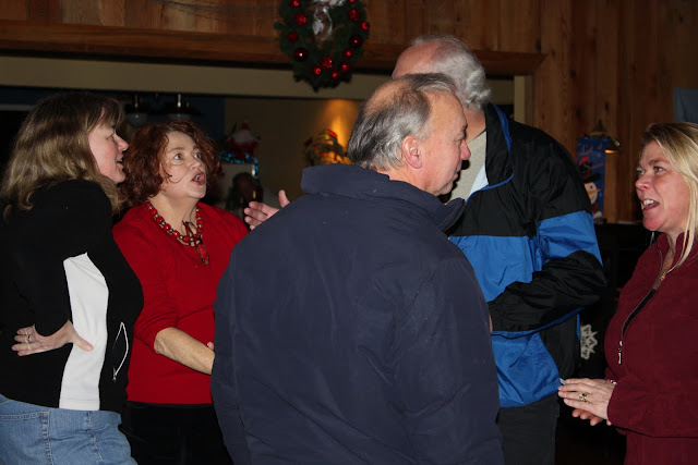 2009 Clubhouse Christmas Decorating Party - IMG_2581.JPG