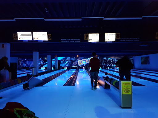 Bowling Betriebs GmbH, Stadionstraße 36, 2700 Wiener Neustadt, Österreich, Bowlingbahn, state Niederösterreich
