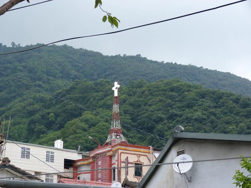 Une église catholique et deux lieux de culte, temples,pour un hameau