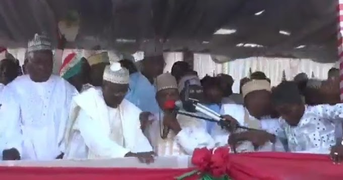 [Hilarious] PDP Members Fall Badly As Stage Collapsed At Their Campaign Rally In Kebbi (Watch Video)