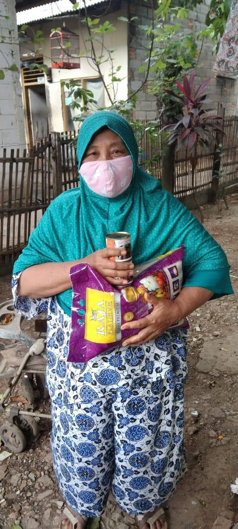 Rumah Zakat Bantu Warga Isoman Selepas Shalat IdulAdha