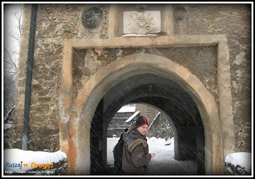 zamek czocha - wejście na dziedziniec zewnętrzny