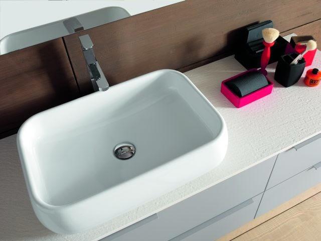 bagno mod. Linea grigio chiaro particolare lavabo soprapiano fuori tutto.jpg
