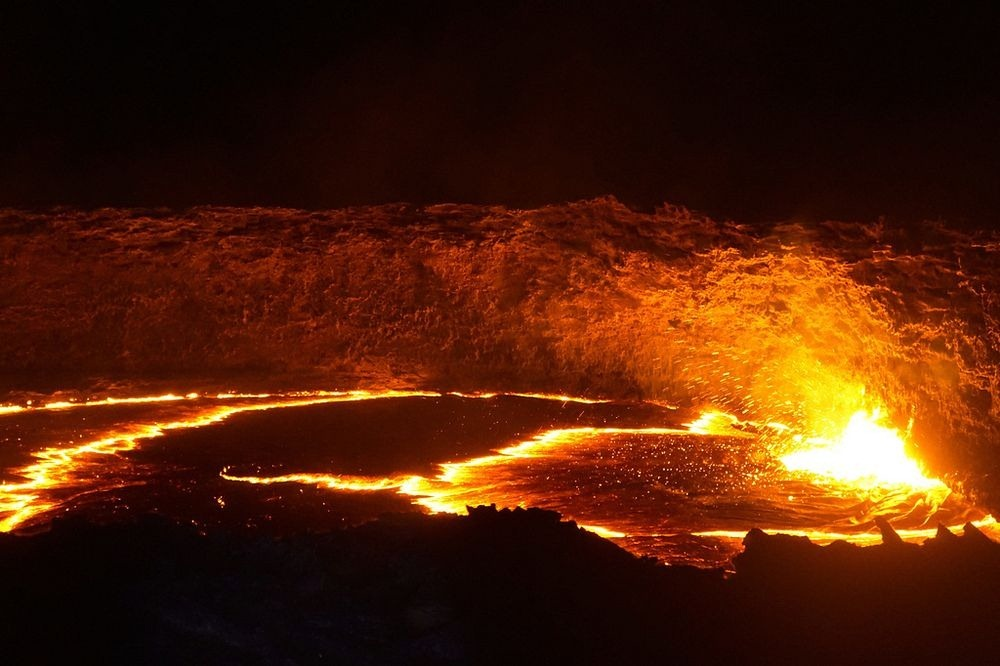 Lava Lakes The Exposed Guts Of Volcanoes Amusing Planet