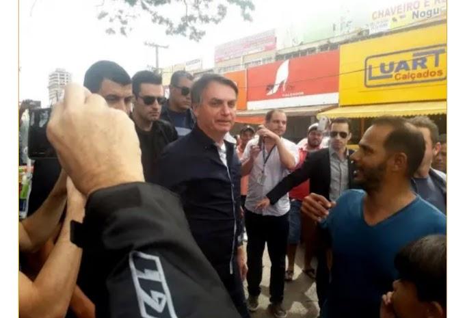 Bolsonaro causa aglomeração no DF e diz que todo mundo vai morrer um dia