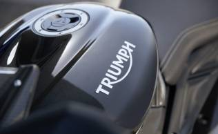 It's a pleasure for Triumph, the latest British motorcycle manufacturer. It has reached a new contract with Dorna to supply the 765cc inline three-cylinder engine to the Moto2 team for the next three years. The contract will be effective immediately in the 2022-2024 season.   From Dorna's original intention to expand the base of Moto2, many races People tend to overlook To have the ability to compete as close to the MotoGP level as possible. It was decided to replace the 600cc inline four-cylinder engine from Honda with a 765cc inline three-cylinder engine from the British manufacturer.   Only after the first season of engine changes We've set a new record in many Moto2 races, whether it's speed per lap. faster